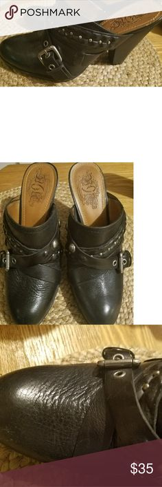Nine West Vintage American Collection leather Mule Beautiful Nine West Vintage American Collection black leather mules sz 8.5 medium in pristine condition. Nine West Shoes Mules & Clogs