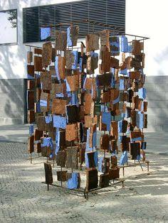 """""""Canção da terra"""". Escultura em cortiça de Maria Ribeiro Telles"""
