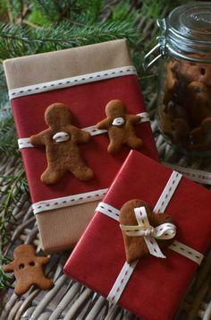 Gingerbread Christmas Gift Wrap