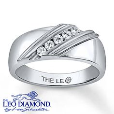 A line of round Leo Diamonds is diagonally set between ridges of 14K white gold in this handsome men's wedding band. The ring has a total diamond weight of 1/4 carat. The fine jewelry band features independently certified diamonds.