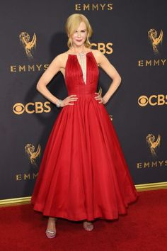 Nicole Kidman's shoes were the quirky fashion accessory you probably missed at last night's Emmys Runway Fashion, Fashion Models, Fashion Show, Fashion Design, Celebrity Dresses, Celebrity Style, Ukraine, Award Show Dresses, Quirky Fashion