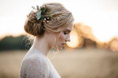 A KISS OF PEACH, hair, flowers, bride - Hellbunt Events Slide Background, Pearl Earrings, Drop Earrings, Portrait, Bunt, Wedding Hairstyles, Bride, Beautiful, Hair Styles