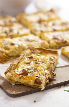 This Puff Pastry Breakfast Pizza recipe is super easy and fast. You can put whatever toppings on it, but I love it with bacon, eggs and cheese. This is great for brunch, Christmas morning or a nice,relaxing weekend breakfast! | The Life http://Jolie.com