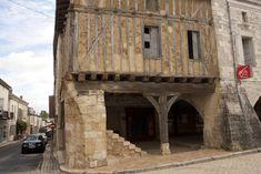 Villereal: Bastide dorp bij de Lot ** | Dorpen in Frankrijk Aquitaine, Home Decor, Wood, Decoration Home, Room Decor, Home Interior Design, Home Decoration, Interior Design