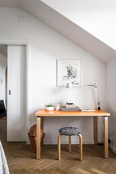 Home with wood finishings - via Coco Lapine Design