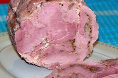 Taką szyneczkę robiłam już trzy razy za każdym razem z innego mięsa,ale każda smakuje wybornie :-) Następnym razem spróbuję zrobic drob... Homemade Sausage Recipes, Bacon Recipes, Kielbasa, Polish Recipes, Smoking Meat, Charcuterie, Carne, Food To Make, Pork