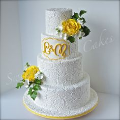 - Lace and roses cake. Main color of wedding is yellow