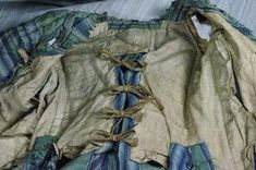 "Inside of Dress ""à la Française"" circa 1770 Taffeta silk striped green tone blue and white pleated Watteau back. dress decorated on the front and sleeves and pleated frills also pierced the front of the skirt. Linen lining to closure strips of linen 18th Century Dress, 18th Century Costume, 18th Century Clothing, 18th Century Fashion, Rococo Fashion, Fashion In, Fashion History, Vintage Fashion, Fashion Design"