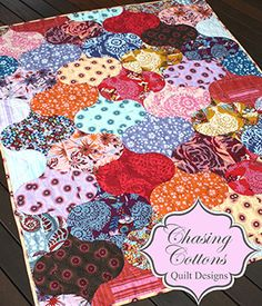 I looooooooove quilts! <3  And this one is incredibly gorgeous!