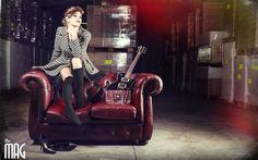 Tra chitarre elettriche e vecchi divani prende forma un servizio fotografico dal sapore rock e trasgressivo.