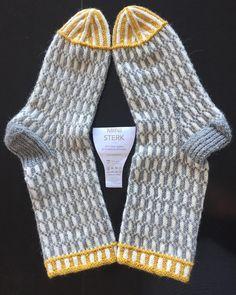 """Gefällt 92 Mal, 5 Kommentare - Helle (@helle__t) auf Instagram: """"Socks made with Mini Sterk. Pattern not written down. #socks #dustorealpakka #sterk #sockknitting…"""""""