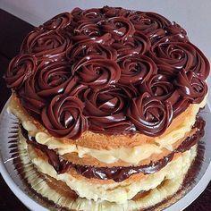 """""""❤️ _  Naked cake de baunilha com brigadeiro e doce de leite Rende: um bolo de três camadas de recheio, com 24cm de diâmetro Massa 170g de manteiga 1…"""""""
