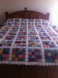 A yo yo quilt. My Mother made one of these. I remember having to sew yo yo's together for it. Diy Crafts Crochet, Fabric Crafts, Sewing Crafts, Quilting Projects, Quilting Designs, Sewing Projects, Crochet Projects, Crochet Bedspread, Crochet Quilt
