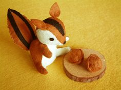 Reservado para Mayafieltro juguetes DIY-ardilla amor por fairyfox