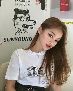 Image may contain: 1 person Ulzzang Fashion, Korean Fashion, Korean Best Friends, Pretty Korean Girls, Girl Korea, Ulzzang Korean Girl, Uzzlang Girl, Insta Photo Ideas, The Most Beautiful Girl