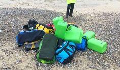 Vieron bolsos raros en la playa. Cuando los abrieron descubrieron una fortuna completamente ilegal