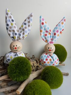 From now on you Hoppeln again, our popular Easter bunnies. (Many new colors and patterns are still coming) Handmade Easter bunnies made of fabric and a painted wooden ball as a head. Candy Cart, Diy Ostern, Ab Sofort, Easter Crafts, Hobby, Bob Hairstyles, Handmade, Craft, Aromatherapy