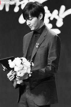 Lee Min Ho - 2014 Korean Popular Culture & Arts Awards (141117) Korean Celebrities, Korean Actors, Lee Min Ho 2014, Kdrama, Black White Photos, Black And White, Drama Words, City Hunter, Arts Award