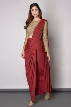 Gold And Maroon saree Elegant Saree CLICK Visit link for more info Dhoti Saree, Drape Sarees, Saree Draping Styles, Saree Gown, Sari Dress, Saree Styles, Lengha Saree, Red Saree, Knit Dress