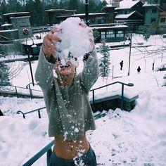 first snow // winter wonderland photos Ft Tumblr, Camila Morrone, Foto Top, Snowy Day, Winter Pictures, Winter Photography, Cold Day, Winter Christmas, Winter Snow