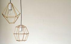 <p>Super em alta na decoração européia os pendentes geométricos são modernos e deixam a casa muito mais Glam!