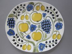 A big plate or a platter for serving food. Finnish Arabia Paratiisi by Birger Kaipiainen. International shipping with safety guaranteed. Vintage Dishes, Vintage Items, Rustic Ceramics, Late 20th Century, Modern Country, Scandinavian Modern, Ceramic Artists, China Dinnerware, Serving Platters