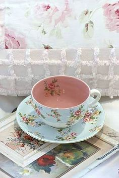Such a pretty teacup....love the inside color..so different and sweet. Cute…