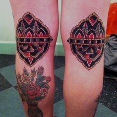 Tattoos that look like tattoos. Dope Tattoos, Pretty Tattoos, Leg Tattoos, I Tattoo, Awesome Tattoos, Traditional Ink, American Traditional, Traditional Tattoos, Round Tattoo