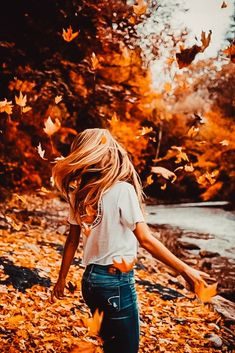 Every year is fall for pumpkins, bonfires, smores, autumn leaves and you. Autumn Photography, Girl Photography, Creative Photography, Halloween Photography, Photography Aesthetic, Photography Tutorials, Fall Photos, Cute Photos, Cute Fall Pictures