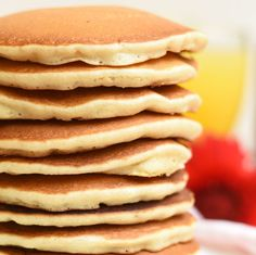 Las mejor receta de pancakes (panqueques - tortitas - panqueques - hotcakes - como las llamen!!) de TODO el planeta, en serio, son increíblemente esponjosas y suaves y con el mejor sabor del mundo. Son las mejores pancakes, mejoradas de Annas Pasteleria - Best buttermilk pancakes in the whole wide world!!! from www.annaspasteleria.com Buttermilk Pancakes, Pancakes And Waffles, Homemade Pancakes, Breakfast Dessert, Breakfast Recipes, Yummy Pancake Recipe, Crepes, Love Food, Sweet Recipes