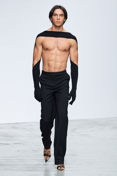 Mugler Spring 2020 Ready-to-Wear Fashion Show - Vogue Look Fashion, Daily Fashion, Runway Fashion, High Fashion, Fashion Design, Mens Flip Flops, Body Transparent, Style Androgyne, Burlesque Outfit