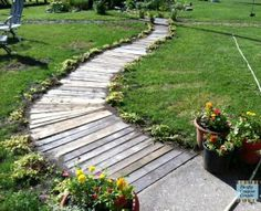 Using wood pallets we created this garden walkway.  It was 100% free.  Step by step directions included. You can do this too!
