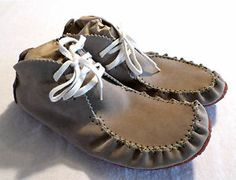 NWOB Mens Size 10 SIMPLE Brand Chukka Style MOccasin Shoes, Boots, Suede, Beige