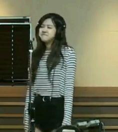 Cuteeee ♡♡♡♡ Jennie Lisa, Blackpink Lisa, Meme Faces, Funny Faces, K Pop, Pink Clouds Wallpaper, Seoul, Rose Pic, Blackpink Poster