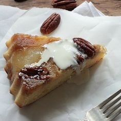 A fantastic Pear Pecan Upside-down Cake. Juicy, sweet, crunchy and moist, look no further for one of the best fall cake recipes! Fall Cake Recipes, Holiday Recipes, Dessert Recipes, Tapas, Opening A Bakery, Fall Cakes, Cupcake Cakes, Cupcakes, Cheesecake Recipes