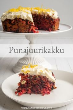 Maukas ja mehevä punajuurikakku kätkee sisäänsä suklaata. Kakku kuorrutetaan raikkaalla, sitruunankuorella maustetulla tuorejuustokreemillä. #leivonta #punajuuri #kakku #gluteeniton #resepti