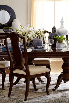 The Havertys Orleans Dining Table Is An Elegant Pedestal With Cabriole Legs Inspired By