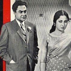 Ashok Kumar and Meena Kumari Old Film Stars, Movie Stars, Ashok Kumar, Guess The Movie, Film World, Indian Bollywood Actress, Vintage Bollywood, Indian Movies, Old World Charm