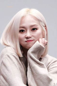 Find images and videos about kpop, clc and yeeun on We Heart It - the app to get lost in what you love. Kpop Girl Groups, Korean Girl Groups, Kpop Girls, Jang Yeeun, Loona Kim Lip, Rapper, Cheshire, Soyeon, South Korean Girls