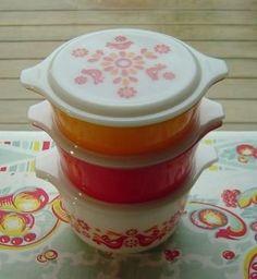 vintage Pyrex Friendship Bake & Serve set