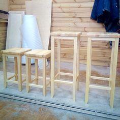 Деревянная табуретка может быть предельно простой, прочной, надежной, и в то же время обладать высокими эстетическими достоинствами.