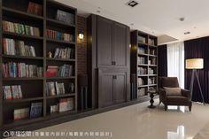 上千本的書籍,在陳舊紅磚、壁爐的主題牆上,有畫龍點睛的效果。