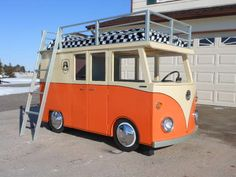Why don't build a VW Campervam bed. Looks really great and it's easy to build. A DIY instruction and some inspiration for this wonderfull VW campervan.