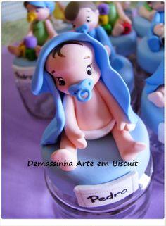 Lembrancinha em biscuit, porcelana fria. Arte em Biscuit, bebê de biscuit, vidro decorado.