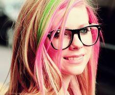 Avril Lavigne  |  Celebrities wearing Glasses #glasses
