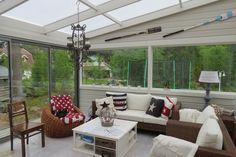 kodikas lasitettu terassi Koti, Terraces, Balcony, Porch, Glass, Outdoor Decor, Home Decor, Decks, Decoration Home