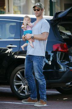 chris hemsworth g star 3 Chris Hemsworth in G Star Jeans Ag Jeans, Girls Wear, Chris Hemsworth, Denim Fashion, Beautiful Outfits, Slim, Actors, Couple Photos, Celebrities