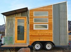 16 Unusual Tiny House Design Ideas With Wheels Shed To Tiny House, Tiny House Exterior, Best Tiny House, Tiny House Plans, Tiny House Design, Tiny House On Wheels, Mobile Home Bathrooms, Shed Design Plans, Shed Roof