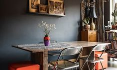 Dark grey walls with paintings and a table and chairs in front Table And Chairs, A Table, Dining Table, Interior Paint Colors, Interior Design, Paint Colours, Best Wall Colors, Dark Grey Walls, Migraine