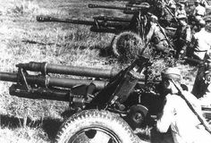 A Maior batalha de tanques da História - A Operação Cidadela e a Batalha de Kursk - História Ilustrada  Canhões russos anti-tanques Zis-3 de 76.2mm defendendo Kursk. Esses canhões eram os principais canhões anti blindados disponíveis às tropas russas na época. (Reprodução/World War II Database)